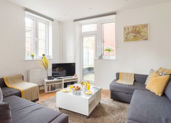 Thumbnail Serviced flat to rent in Vauxhall Street, London