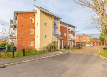Thumbnail 2 bedroom flat for sale in Dedworth Road, Windsor