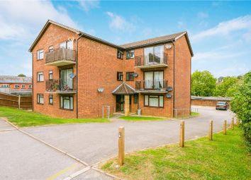 Thumbnail 2 bed flat to rent in Oakdene Road, Redhill