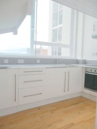 2 bed flat to rent in Lee Street, Leicester LE1