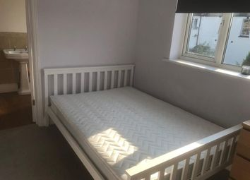 Thumbnail Room to rent in Double (1st Floor) With En-Suite Bathroom, Luna Road
