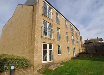 Thumbnail 2 bed flat to rent in Grove Road, Hitchin