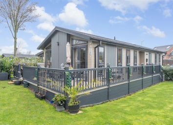 2 bed mobile/park home for sale in Wixford Grange, Wixford, Alcester B49