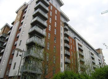 2 bed flat to rent in Hornbeam Way, Barton Place, Manchester M4