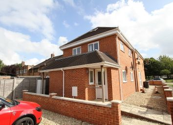 Thumbnail 1 bed flat to rent in Grimsbury Sqaure, Banbury