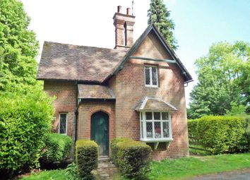 Thumbnail 2 bed detached house to rent in Henley Road, Maidenhead