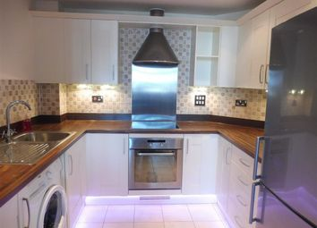 Thumbnail 1 bed flat to rent in Rubeck Close, Redhill