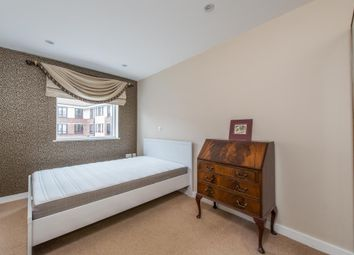 2 bed property to rent in Dunn Street, London E8