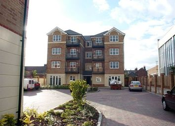 Thumbnail 2 bedroom flat to rent in Bedford Road, Reading