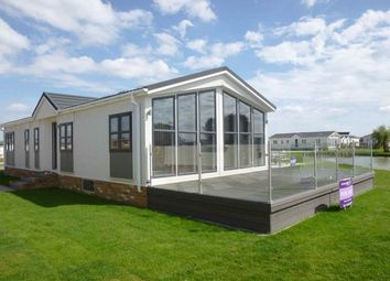 Thumbnail 2 bed mobile/park home for sale in Wold Retreat, Caistor