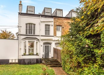 Kings Road, Berkhamsted HP4. 2 bed flat for sale