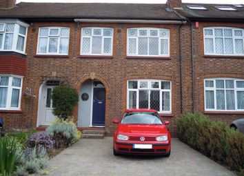 3 bed property to rent in Elm Walk, London SW20