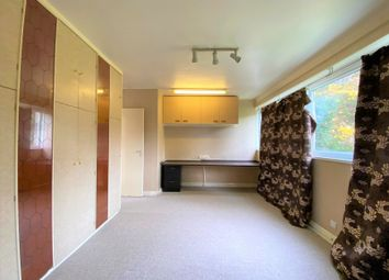 2 bed maisonette to rent in Dell Road, Grays RM17