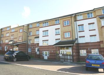Thumbnail 1 bed flat to rent in Peatey Court, High Wycombe