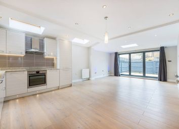 2 bed flat to rent in Clovelly Road, Chiswick, London W4