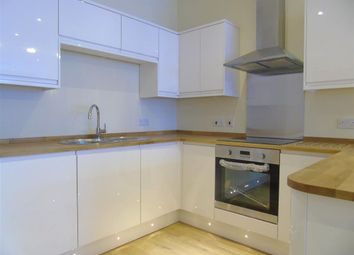 Thumbnail 2 bed flat to rent in Queen Street, Maidenhead