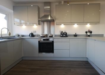 Thumbnail 2 bedroom flat to rent in Crockhamwell Road, Woodley