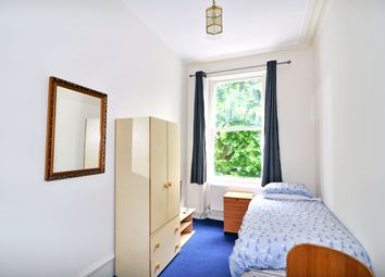 Thumbnail Studio to rent in Courtfield Gardens, Gloucester Road, London