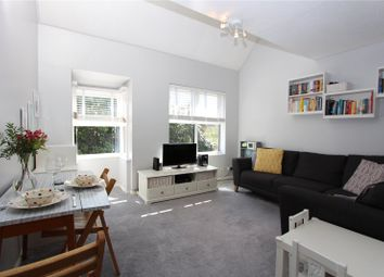 2 bed maisonette to rent in Pilgrims Close, Palmers Green, London N13