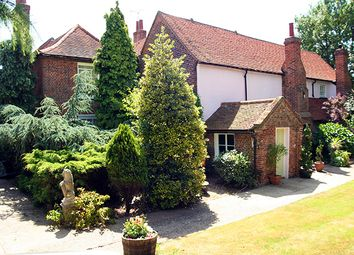Thumbnail Hotel/guest house for sale in Dunstable Road, Stanford-Le-Hope