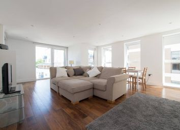 Thumbnail 2 bed flat to rent in De Beauvoir Crescent, Haggerston, London