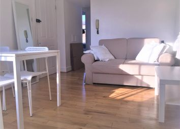 Thumbnail 2 bed flat to rent in Daventry Street, London