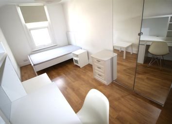Room to rent in High Mount, Station Road, London NW4
