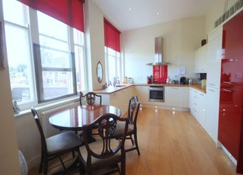 Thumbnail 2 bed flat for sale in Kings Avenue, Stone