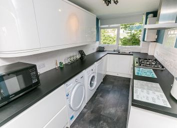 Thumbnail 2 bedroom flat for sale in Barnetts Shaw, Oxted