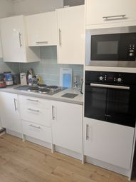 Room to rent in Linkway, London SW20
