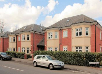 2 bed flat for sale in Hook Heath Avenue, Hook Heath, Woking GU22
