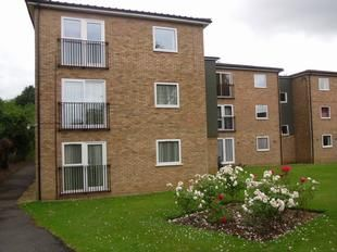 Thumbnail 2 bed flat for sale in Chatsworth Court, Stevenage