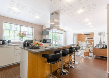 Thumbnail 6 bedroom detached house for sale in Albion Hill, Loughton