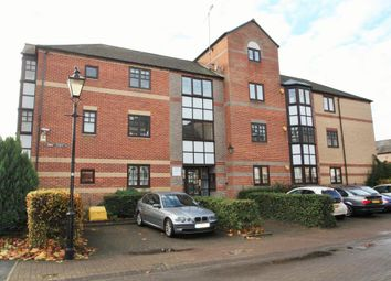 Thumbnail 1 bedroom flat to rent in Swan Place, Reading, Berkshire