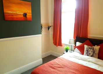 Thumbnail 5 bed terraced house to rent in Kings Bench Street, Hull, Hull