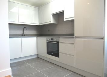 Thumbnail 2 bed flat to rent in Bishopric, Horsham
