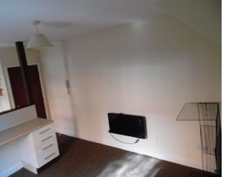 Thumbnail 1 bed maisonette to rent in Clerendon Park Road, Leicester