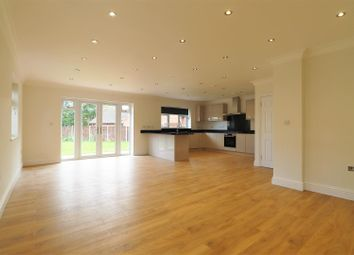 Montrose Close, Welling DA16. 4 bed detached house
