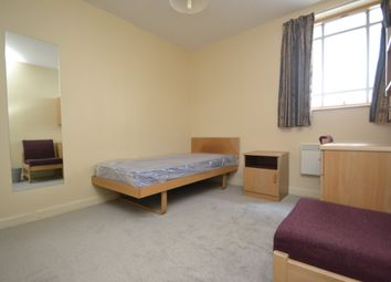 Thumbnail Room to rent in Colonnade, London