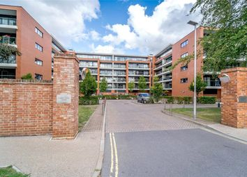 Thumbnail 2 bed flat to rent in Racecourse Road, Newbury, Berkshire