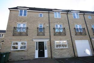 Thumbnail Room to rent in Cairn Avenue, Guiseley