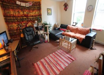 1 bed flat to rent in Ash Grove, Hyde Park, Leeds. LS6