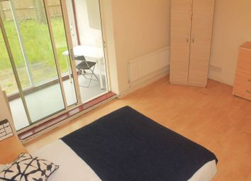 Room to rent in Lennox Road, Finsbury Park, North London N4