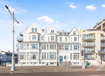 Kingsway, Hove BN3. 2 bed flat for sale