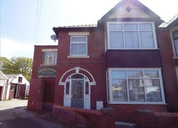 2 bed flat to rent in Oak Avenue, Blackpool FY4