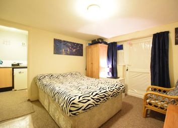 Thumbnail 1 bedroom flat to rent in De Beauvior Road, Reading