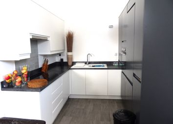 Thumbnail 3 bed flat to rent in Dumfries Street, Luton, Luton