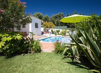 Thumbnail 3 bed detached house for sale in Estepona, Málaga, Andalusia, Spain