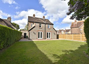 Thumbnail 4 bedroom detached house for sale in Ringley Avenue, Horley