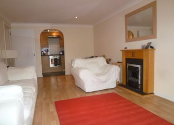 Thumbnail 2 bed flat to rent in Henley Road, Caversham, Reading, Berkshire